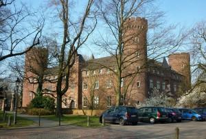 1280px-Kempen,_Burg