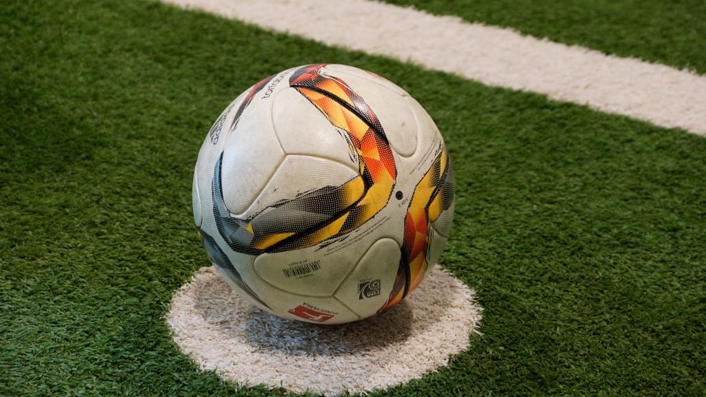 soccer-1392173_1920